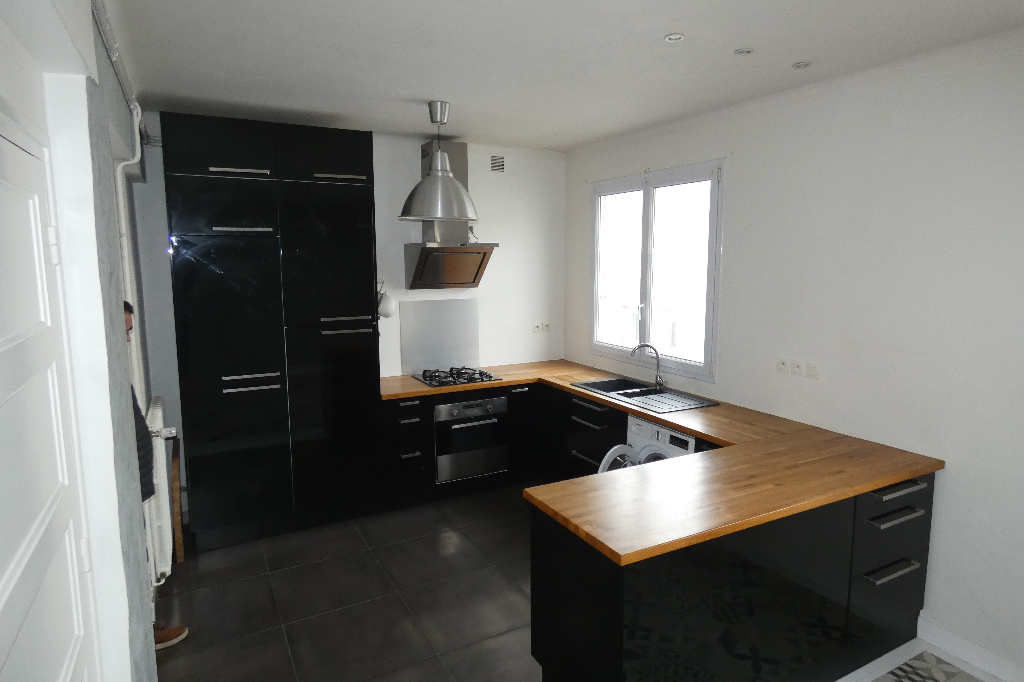 APPARTEMENT A VENDRE 4 PIECES 80M² TRIANGLE D'OR BALCON  BON STANDING  BREST ST-LOUIS